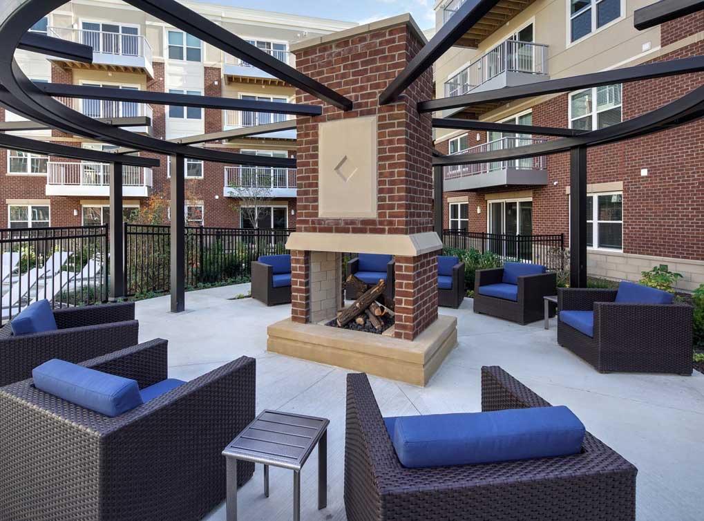 deerfieldil-amenity-exterior-outdoor-fireplace