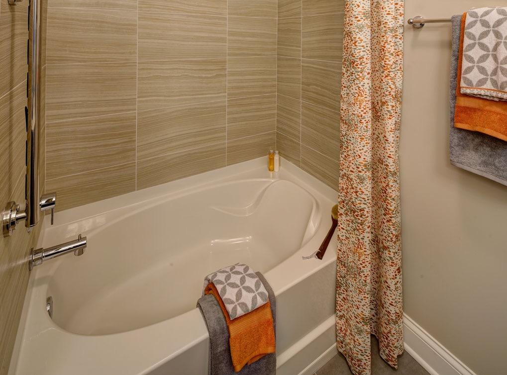 deerfieldil-apartment-interior-bathroom4
