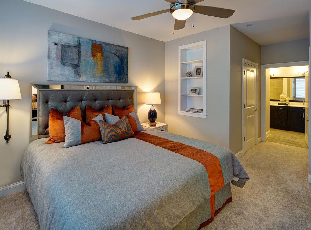 deerfieldil-apartment-interior-built-in-shelves-1