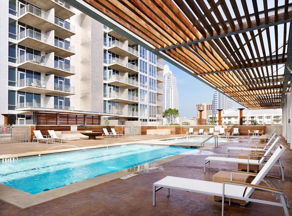lofts-amenity-exterior-pool